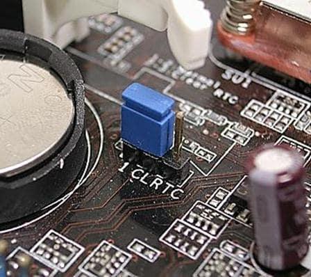 Как сбросить настройки BIOS с помощью перемычки