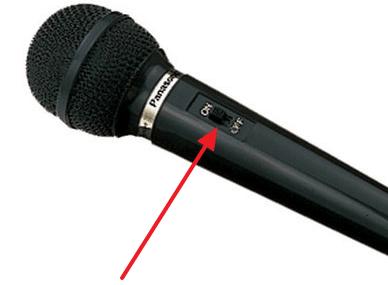 проверьте переключатель на микрофоне