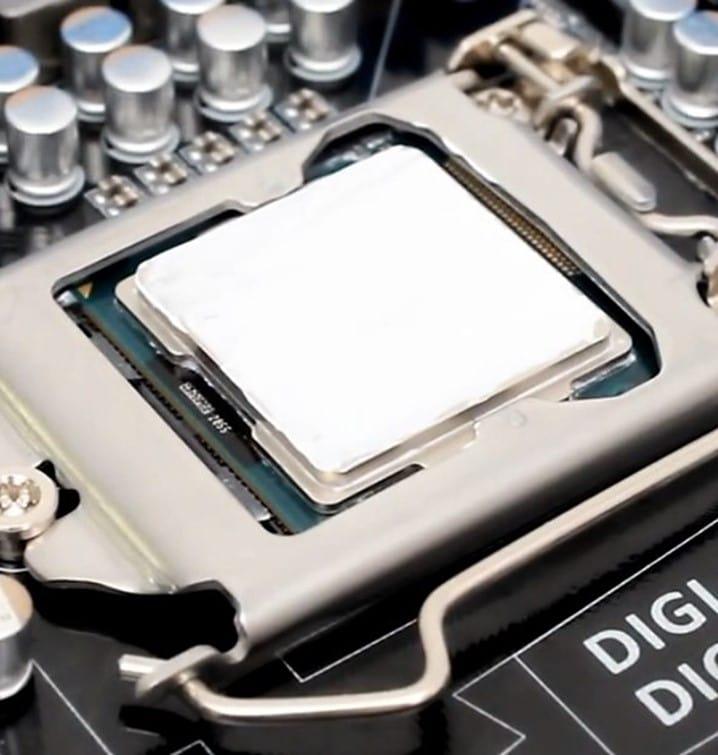 покрыть весь процессор ровным слоем